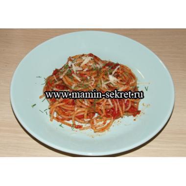 Спагетти в томатном соусе с чесноком
