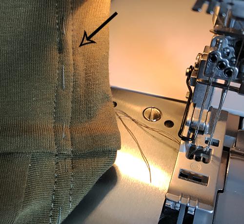 круговая строчка на плоскошовной распошивальной машинке